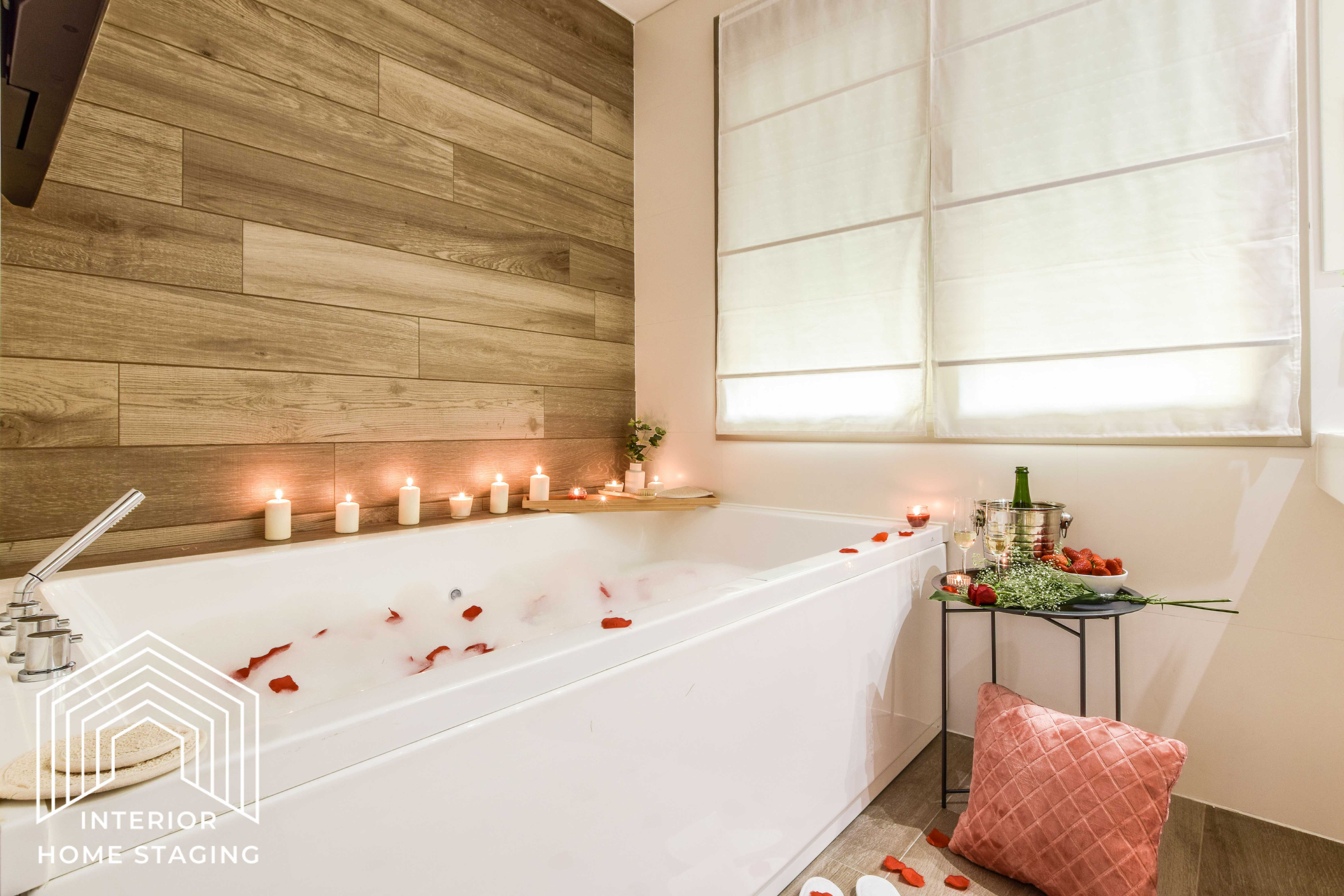 Interior Home Staging jacuzzi baño
